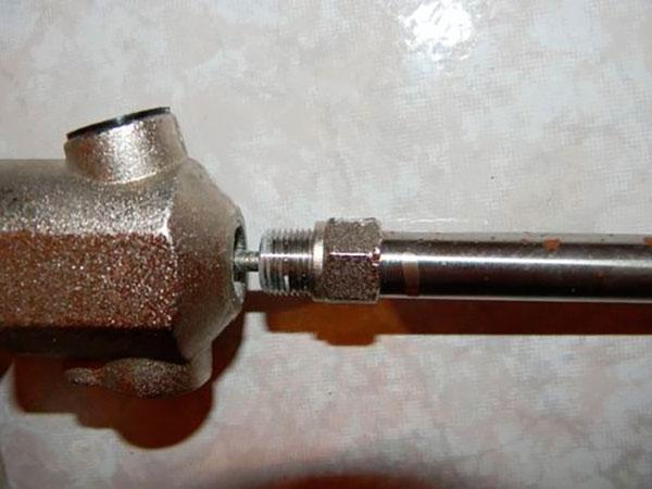 Пистолет для монтажной пены: устройство, эксплуатация, ремонт