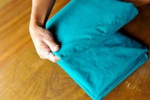 Как гладить простынь на резинке – видео и инструкции