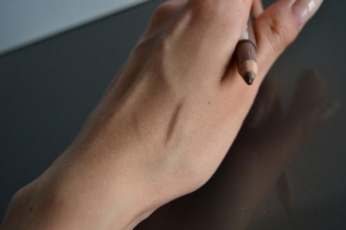 Макияж бровей. Как подобрать карандаш под цвет волос