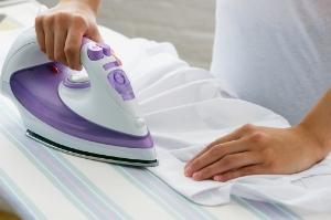 Глажка без проблем – как убрать пятна от утюга на одежде