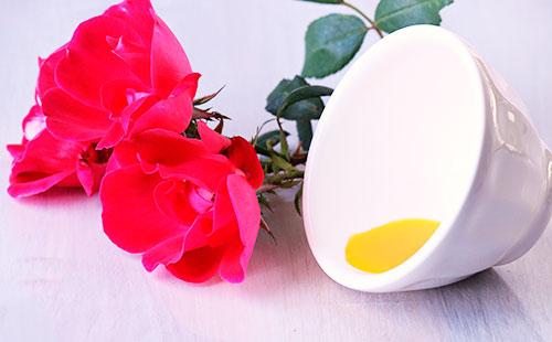 Применение масла шиповника для лица: деликатное средство отлюбых морщин итабу для проблемных зон