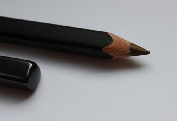 Учимся правильно подводить глаза карандашом